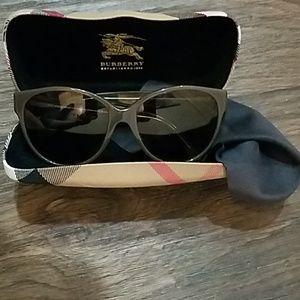 💯Burberry Sunglasses